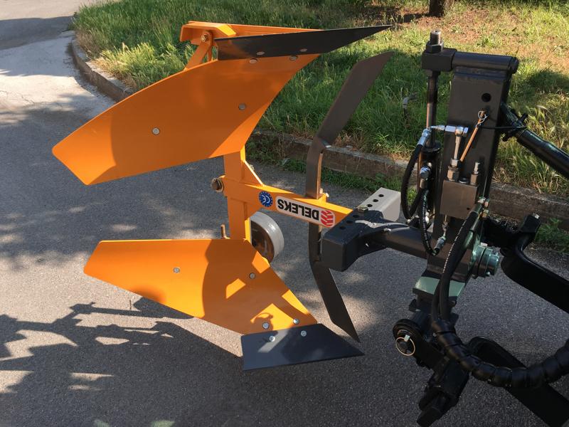 arado-reversible-hidraulico-drhp-35-para-tractor