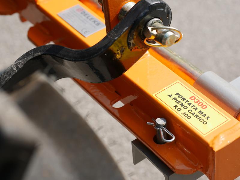 elevador-trasero-de-palets-para-enganche-de-tractor-mod-d-300