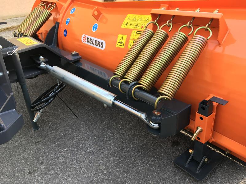 pala-quitanieves-para-cargadoras-compactas-hasta-3-toneladas-ln-220-m