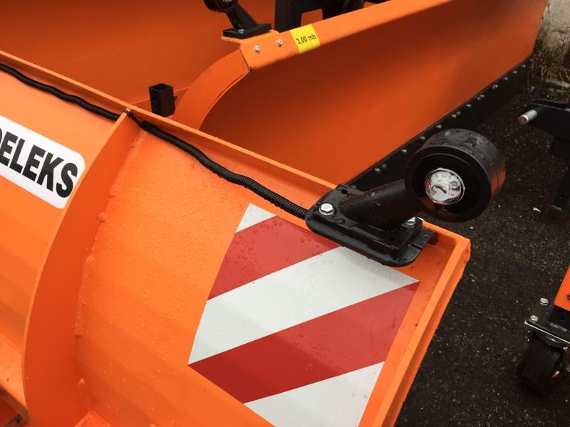 pala-quitanieves-para-tractor-con-cargador-frontal-ssh-04-2-2-e