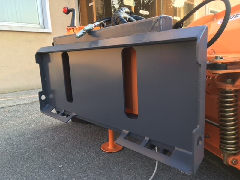 pala-quitanieves-para-cargadoras-compactas-hasta-3-0-toneladas-lnv-300-m