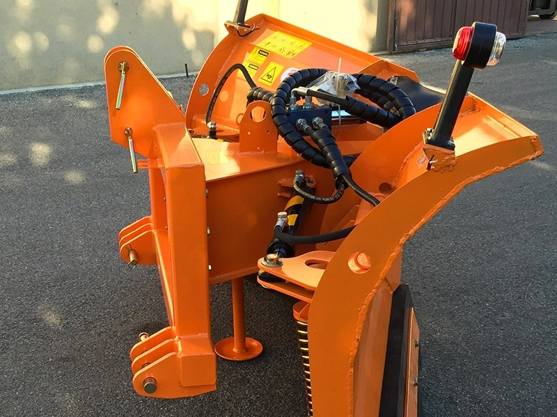 pala-quitanieves-con-enganche-3-puntos-para-tractores-lnv-180-c