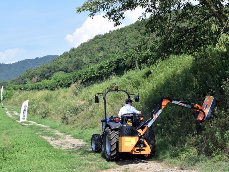 trituradora-de-brazo-para-tractor-con-cabezal-de-corte-mod-airone-100
