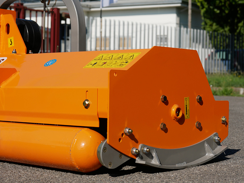 trituradora-de-martillos-puma-180-uso-detras-o-frontal