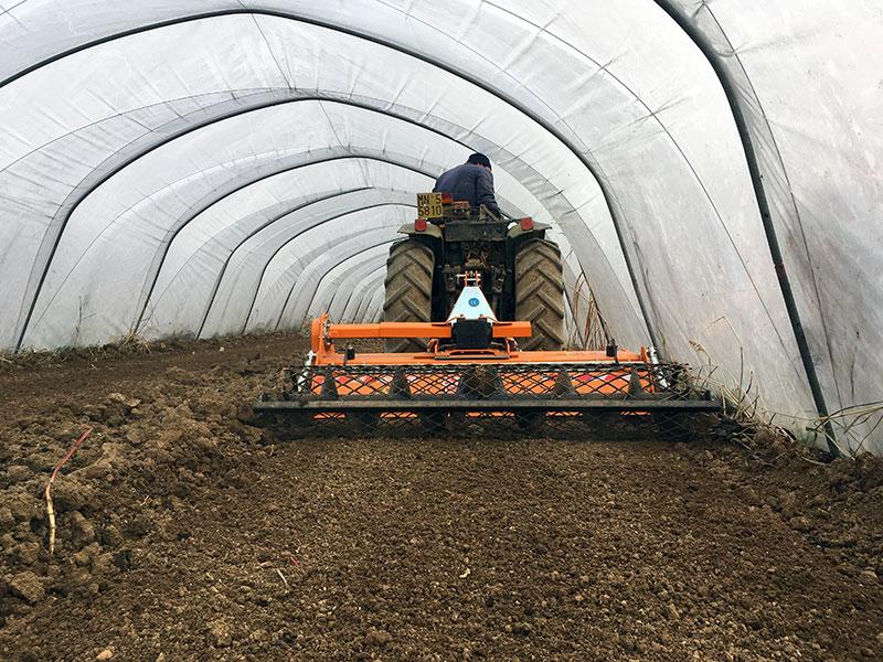enterrador-de-piedras-dfu-140-para-tractor-kioti-john-deere-etc