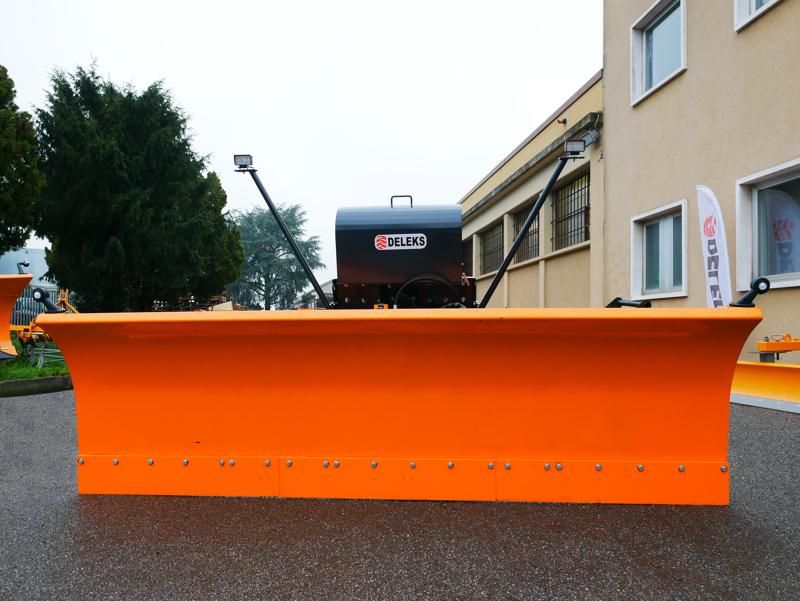pala-quitanieves-frontal-con-placa-para-tractores-ssh-04-3-0-a