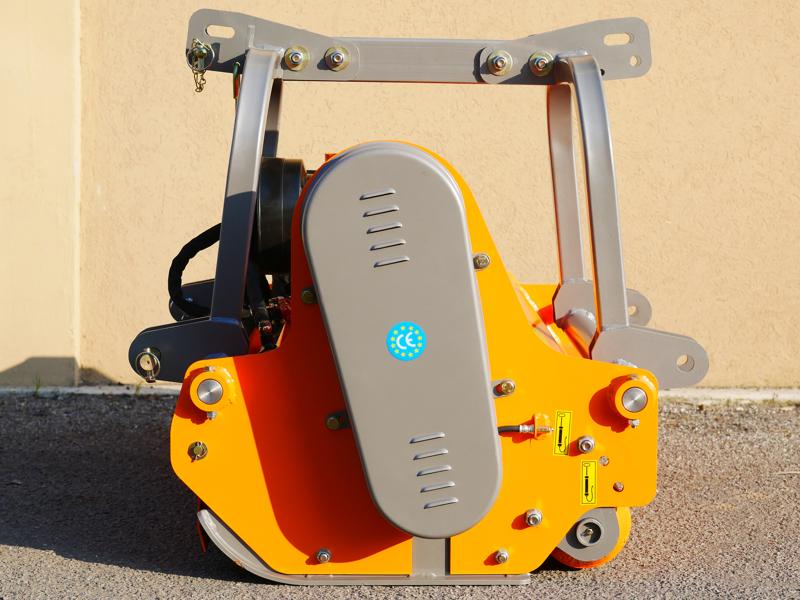 trituradora-de-martillos-rino-160-con-desplazamiento-hidraulico