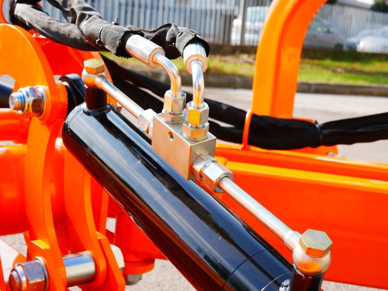 trituradora-de-brazo-alce-220-con-martillos-para-tractores