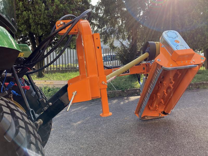 trituradora-de-martillos-con-brazo-volpe-100-para-pequeno-tractor